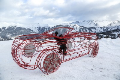 french sculptor richard orlinski showcases wireframe design for the new range rover evoque. Black Bedroom Furniture Sets. Home Design Ideas